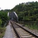 Přes Vltavu to tady chce jen štěstí na vlak a trochu adrenalinu