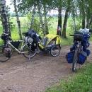 Naše kola v plné polní po prvním kopci