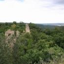 Výhled z hradu zarostlém jak z pohádky o Šípkové Růžence