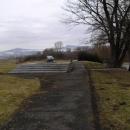 Památník na místě, kde byl popel 22 000 Židů vysypán na sklonku války do Ohře