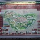 Na info tabuli na náměstí je nejen kreslený letecký pohled na město, ale lze spustit i mluvený výklad