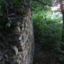U hradební zdi