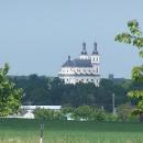 Luže - poutní kostel je vidět už z velké dálky
