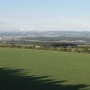 Výhled z rozhledny do míst, kde končí Orlické hory