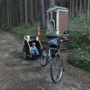 Křížová cesta je na kole s vozíkem sjízdná horko těžko