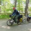 Šárka se dožaduje jízdy na zapojeném Víťově kole