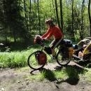 Markéta s vozíkem - mění se na cyklistu-ortliebistu ;-)