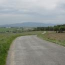 Sjíždíme do údolí Vltavy, před námi Kleť