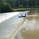 Vodáci sjíždějí splav