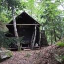 Náhodou jsme se ocitli u zapadlé trampské chaty nad Chvojnicí
