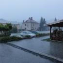 Venku totiž nechutně prší.