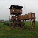 Miniaturní rozhledna nedaleko Rtyně v Podkrkonoší nám slouží hlavně jako úkryt před deštěm