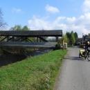 Druhý den vyrážíme z Úpice na jih. Překonáváme další dřevěný most přes Úpu