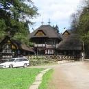 Na soutoku Metuje a Olešenky se nachází oblíbené výletní místo, zvané Peklo. Jurkovičova stavba výletní restaurace.