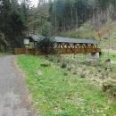 Mostek na luxusní cyklostezce podél Metuje do Náchoda