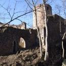 Před vstupem do hradu