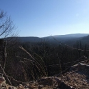 Výhledy z hradeb do hlubokých brdských lesů