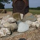U jeho paty kameny z různých koutů naší země