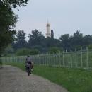 Vykukuje na nás Minaret, my jej ale mineme