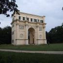 Zámek Rendez-vous, romantický empírový zámeček zasvěcený bohyni lovu Dianě