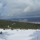 Panoramata. Je vidět že dole už sníh není žádný, nahoře ovšem podmínky neskutečné. Protože máme ale postup pomalý, opouští Luděk ženy a děti a vrací se zpět k autu, že pro ně dojede na Šerlich