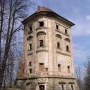 Ze zámečku u Rudoltic zůstala jenom jedna z původních 4 věží