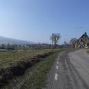 Přijíždíme do Mostowic, kde je most a přechod do ČR