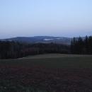 Večerní pohled na Suchák z cesty na Sobkovice