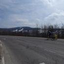 ... napravo je Buková hora se zbytky sněhu