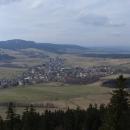 Výhled z Křížové hory na Červenou horu a Suchý vrch