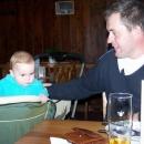 Po jídle. Všimněte si, jak 7mi měsíční Víťa pošilhává po půllitru :-)