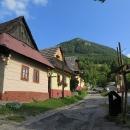 Vesnička Vlkolínec je dnes jako rezervace lidové architektury zapsána na seznam Unesco. Je to pěkná vesnička, ale...