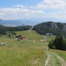 Jak jsem říkala, za chvíli už koukáme na ten kopeček svrchu. A ne jen na jeden kopeček, ale na celý Liptov :-)  (Chočské vrchy, Západní Tatry...)