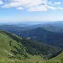 A ještě pohled na jih. Velká Fatra tady pomalu přechází do lesnatých Kremnických vrchů.