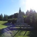 Pro táboření je vyhrazená loučka u památníku SNP.