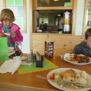 Jídlo je také drahé a porce malé (tedy pro turisty). U hotelu se dá za 4 eura stanovat.