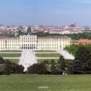 Pohled na zámek z parku od Gloriette