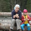 Svačinka na kládách - dřevo se tady teda těží ve velkém! (fotil Víťa)