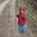 Šárka si našla ježečka (fotil Víťa)