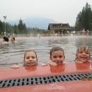 Dětem se v 36°C teplé vodě líbí :-)