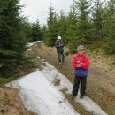 Kolem 1.300 metrů se začínají objevovat zbytky sněhu