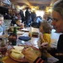 Následuje pozdní oběd v Zuberci v kolibě a poté zase pár hodin v teplé vodě