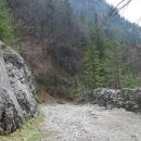 Cesta Kvačianskou dolinou byla ještě nedávno státní silnicí. Vzpomínáme, jak jsme tu před deseti lety tlačili kola :-)