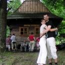 Manželská idylka při zastavení na kofolu v místní kolibě