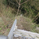 Na horním můstku Macochy, Kdo se dobře podívá, uvidí sebevrahovu botu a bundu.