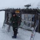 Sněží a fouká - na chvíli se jdeme ohřát do bufetu v Poštovně