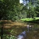 Parkem se line řeka Blanice