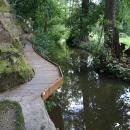 Připadám si jak ve Slovesnkém ráji, chodníčky s řetězy nad řekou