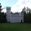 Romantický Starý hrad, z této strany není vidět, jak je vysoko nad řekou