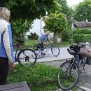 Půjčujeme místnímu hospodskému kolo, ať si rychle může zajet domů